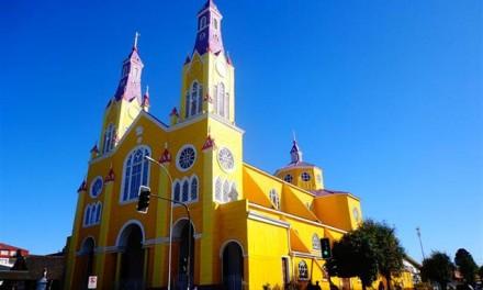 Chiloe, une ville fantôme et des églises multicolores