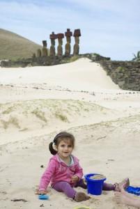 statue sable enfant ile de paque vacances marjorie