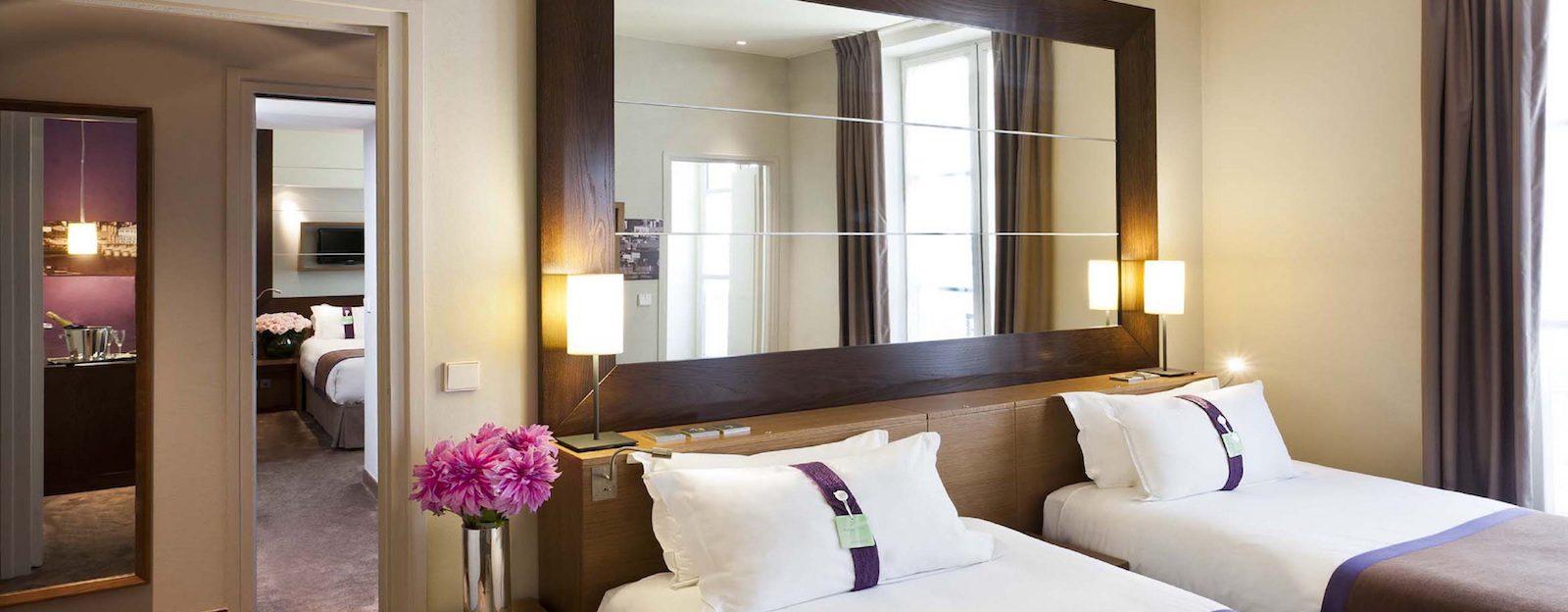 holiday inn paris elys es poussin voyageur. Black Bedroom Furniture Sets. Home Design Ideas